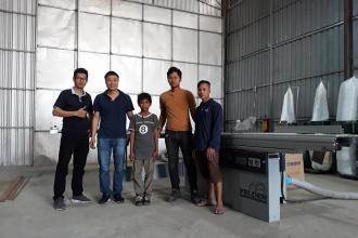Công ty Panel Fitting tại Phnom Penh, Campuchia sử dụng Máy cưa bàn...