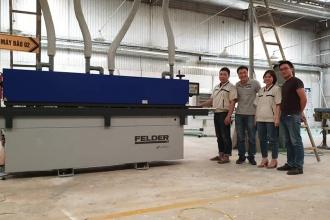 Công ty Nội thất Khánh Toàn tại Hà Nội sử dụng máy dán cạnh...